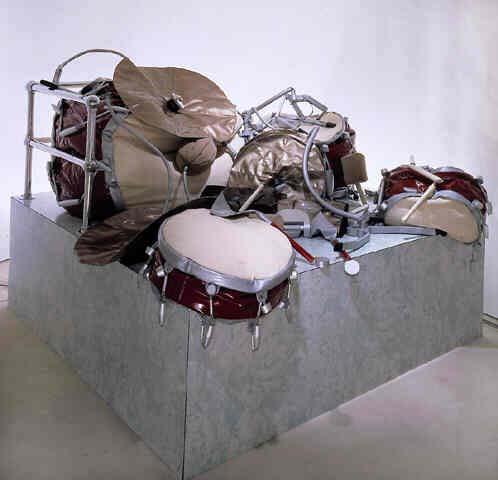 Ghost Drum Set par Claes Oldenburg